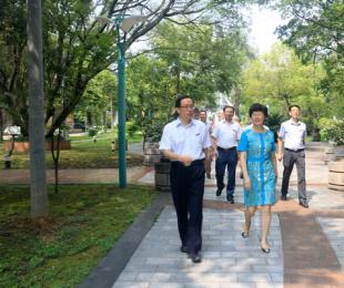 张文珍副市长莅临我校慰问教师